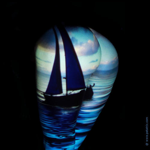 Künstlerisches Aktfoto in Farbe - Projektion